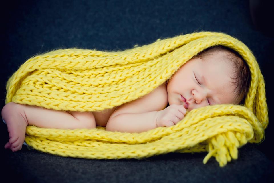 nyfødt fotografering hjemme - nyfødt fotosession