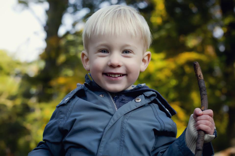børnefotograf - udendørs børnefoto - framethebaby