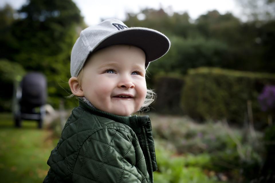 børnefotografi udendørs i enghaveparken - framethebaby