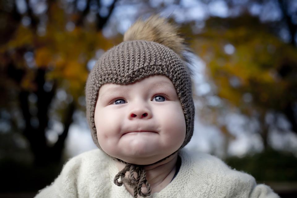 babyfotograf - udendørs fotografering af baby - framethebaby